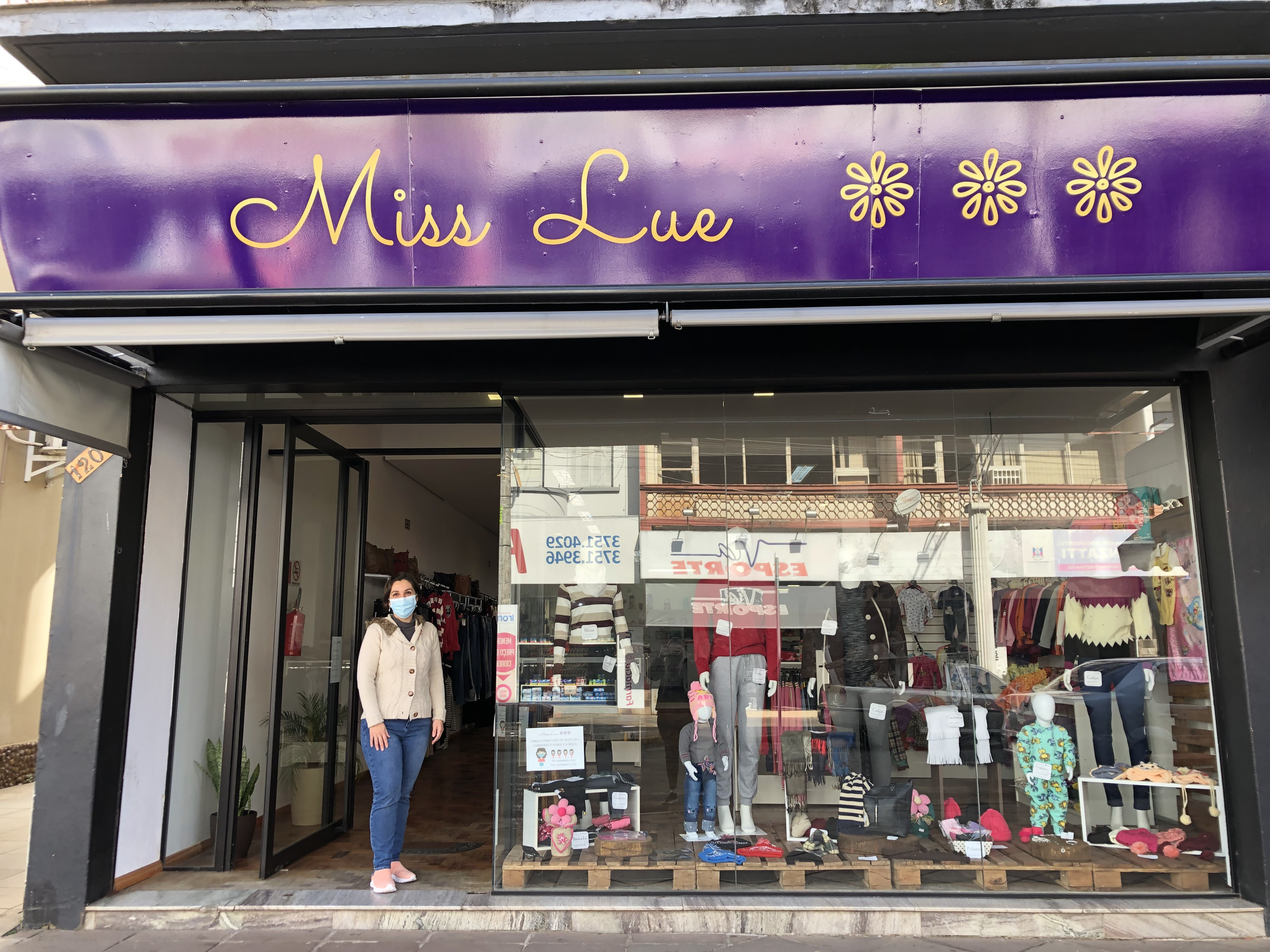 Aluna da Unopar Encantado abre sua primeira loja de roupas